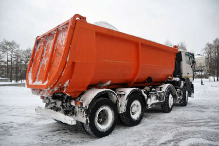 Snow removal from the city streets is heavily loaded with transport. Winter Éditoriale