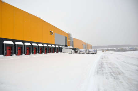 Moscow, Russian Federation - February 14, 2021: The empty loading bay of a large warehouse is covered with snow in winter. Unfavorable weather conditions Éditoriale