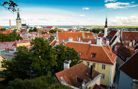 Panoramic view of Old Town of Tallinn with traditional red tile roofs, medieval churches, towers and walls, from Patkuli Vaateplatvorm Toompea Hill, Estonia Banco de Imagens