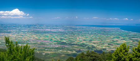 Panoramic view of Thermaikos Gulf of Aegean sea and Khalkidiki or Halkidiki peninsula seen from  mountains in Greece Imagens