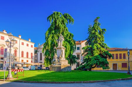 Monument statue in Piazza del Duomo square in old historical city centre of Vicenza city, blue sky background, Veneto region, Italy Stock fotó