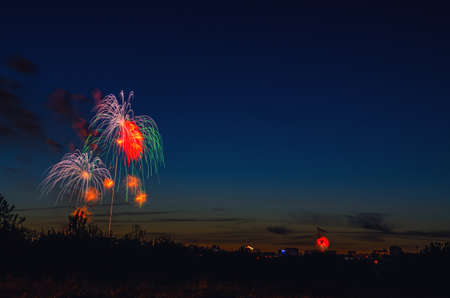 Brightly colorful firework in dark blue evening sky background 免版税图像