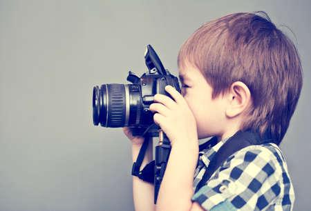 カメラと男の赤ちゃん