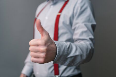 Businessman motivates an employee with thumb up gesture 免版税图像