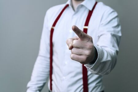 Businessman warns an employee with outstretched index finger 免版税图像