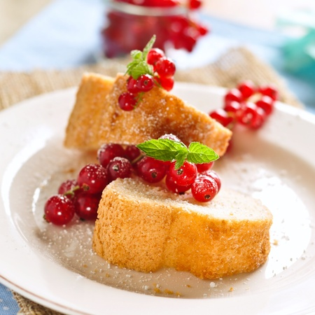 pound cake: pound cake with red currants