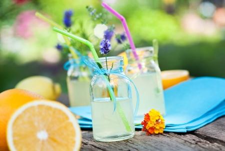 naranjas: limonada y naranjas frescas Foto de archivo