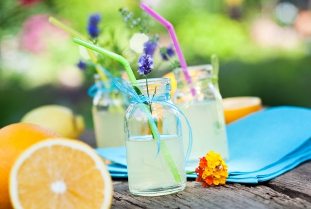 limonade en verse sinaasappelen