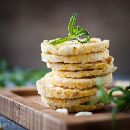 galletas integrales: romero sabor a galleta de arroz Foto de archivo