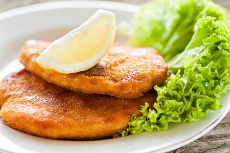 comida alemana: wiener schnitzel