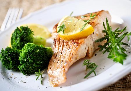 brocoli: Filete de salmón Foto de archivo