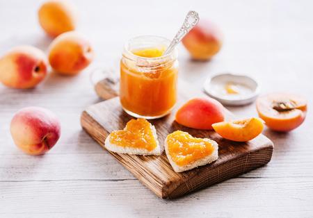 新鮮なアプリコット ジャム ガラス - 甘い朝食 06 写真素材