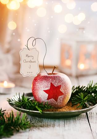 Mela di Natale con piccoli saluti Archivio Fotografico - 86033837
