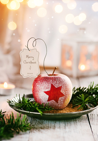 Weihnachtsapfel mit kleinen Grüßen Standard-Bild - 86033837