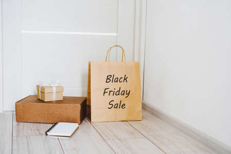 Shopping online at the black Friday sale. Delivery of goods to the door. Shopping online. Buy sitting at home. Stay home. 版權商用圖片