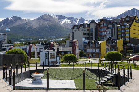 tierra: USHUAIA, ARGENTINA, 05 DECEMBER 2016: View to Ushuaia town with eternal light Editorial