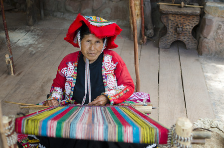 pisac: PISAC, PERU, 13 FEBRUARY 2017: Old woman weaves at the traditional Peruvian loom outdoors