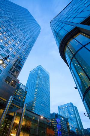 edificio corporativo: Ventanas de oficinas del rascacielos de negocios, Edificio corporativo en la ciudad de Londres, Inglaterra, Reino Unido