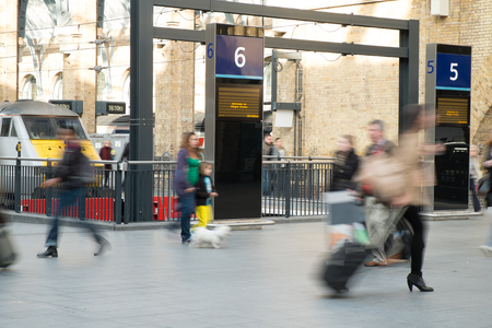 menschen in bewegung: London Bewertungen Blur Volksbewegung in der Hauptverkehrszeit, England, UK