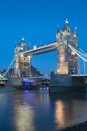 tower bridge: Tower Bridge, London, England