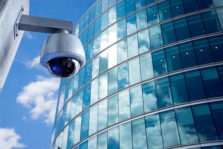 Cámaras de seguridad CCTV en edificio de oficinas Foto de archivo - 39175177