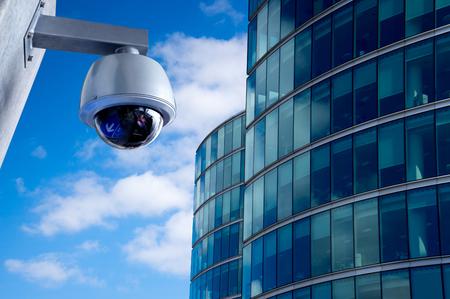 Caméra de sécurité CCTV dans immeuble de bureaux Banque d'images - 39175400