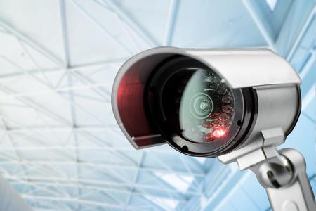 guardia de seguridad: Cámaras de seguridad CCTV en edificio de oficinas