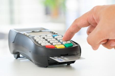 circuito integrado: Crédito y débito tarjeta de pago contraseña compras Foto de archivo