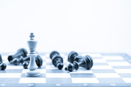 ajedrez: Figura del ajedrez, estrategia concepto de negocio, el liderazgo, el equipo y el éxito