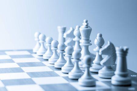 liderazgo: Figura del ajedrez, estrategia concepto de negocio, el liderazgo, el equipo y el éxito