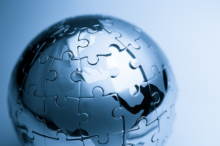 グローバル戦略・ ソリューション ビジネス コンセプト、ジグソー パズル 写真素材