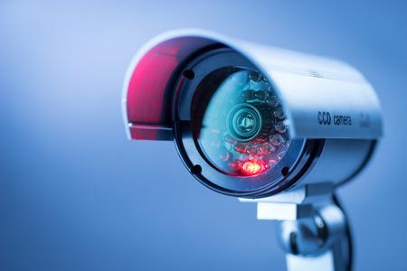 Cámaras de seguridad CCTV en edificio de oficinas Foto de archivo - 43873159