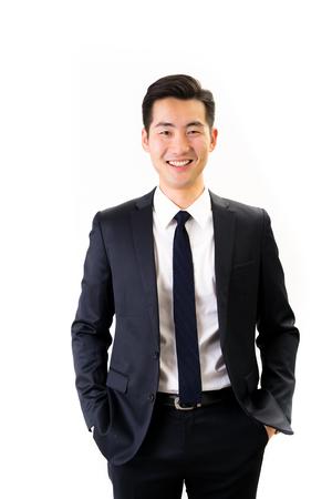 若いアジア系のビジネスマンの白背景