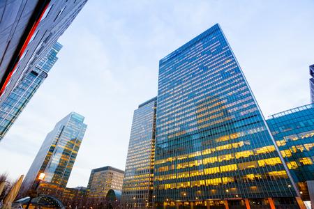 Ventanas de los rascacielos Oficina de Negocios, Edificio corporativo en la ciudad de Londres, Inglaterra, Reino Unido