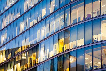 fachada: Ventanas de los rascacielos Oficina de Negocios, Edificio corporativo en la ciudad de Londres, Inglaterra, Reino Unido