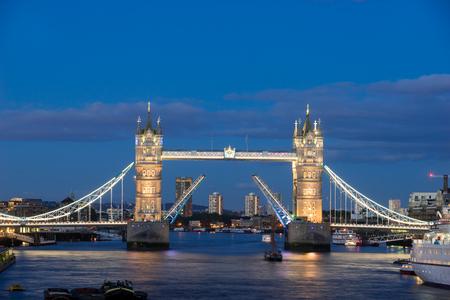 uk: Tower Bridge, London, UK