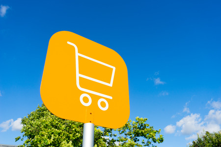 Online shopping cart icon for e-commerce concept Stock Photo