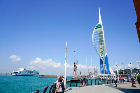Portsmouth, Wielka Brytania - 10 lipca 2018: Lato w Portsmouth, jednym z najpiękniejszych portów w Wielkiej Brytanii i bardzo popularne wśród turystów Zdjęcie Seryjne