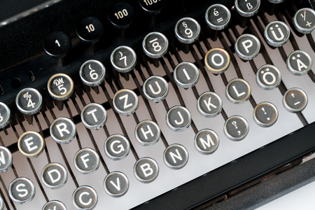 Close up of retro style typewriter in studio Фото со стока