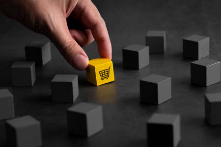 Online shopping icon on colorful puzzle cube Imagens