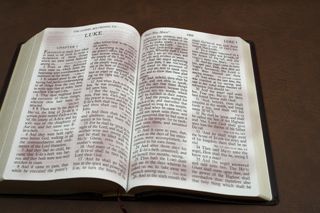 holy bible book open LUKA for background and inspiration Imagens