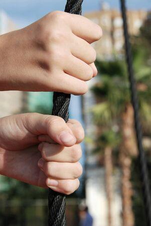firmeza: Manos entrelazadas fuertemente