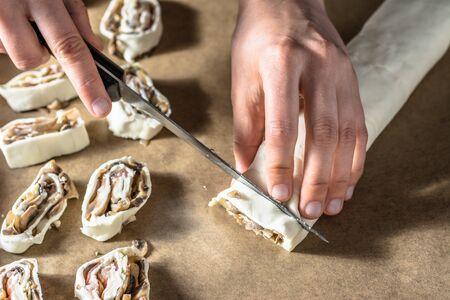 pasteleria francesa: Slicing dough for french pastry snack, baking concept Foto de archivo