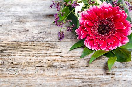 ガーベラの花、母の日、女性の日、記念日のフレーム カード