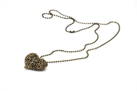 Cuore di ciondolo bronzo isolato su sfondo bianco Archivio Fotografico - 74650408