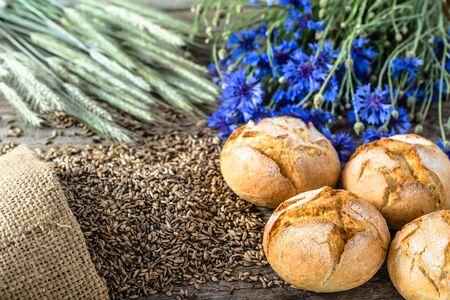 Fresh bread rolls or buns, bakery backgrounds Stock fotó - 81015152