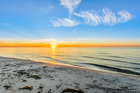 美しい夕日、ビーチ背景、夏の壁紙、バルト海、ポーランド 写真素材