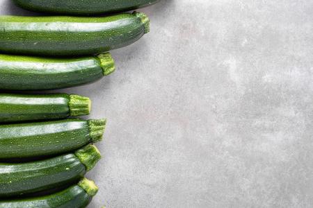 Green zucchini, farm fresh produce, overhead Banco de Imagens