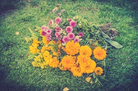 가 꽃 꽃다발입니다. 애 스터와 메리 골드.