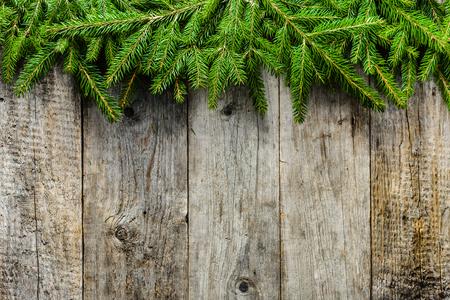 Groene spartakken, Kerstmis rustieke achtergrond met exemplaarruimte Stockfoto - 88552952